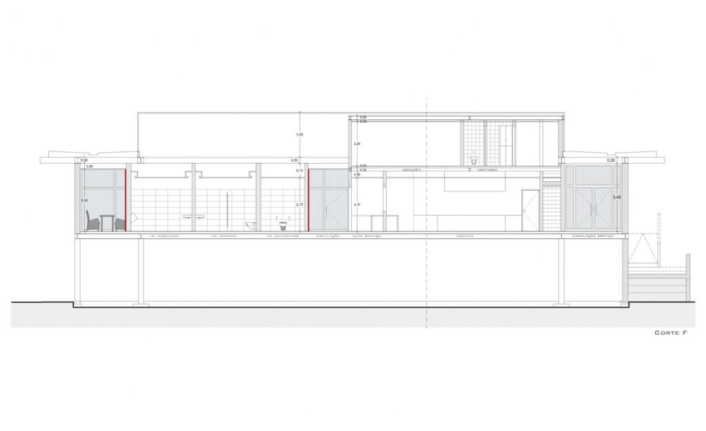 Projecto de adaptação do Pavilhão de Macau a Estabelecimento de Restauração e Bebidas em Loures: corte pelas Instalações Sanitárias do público e pela zona de serviços e de funcionários, no piso superior