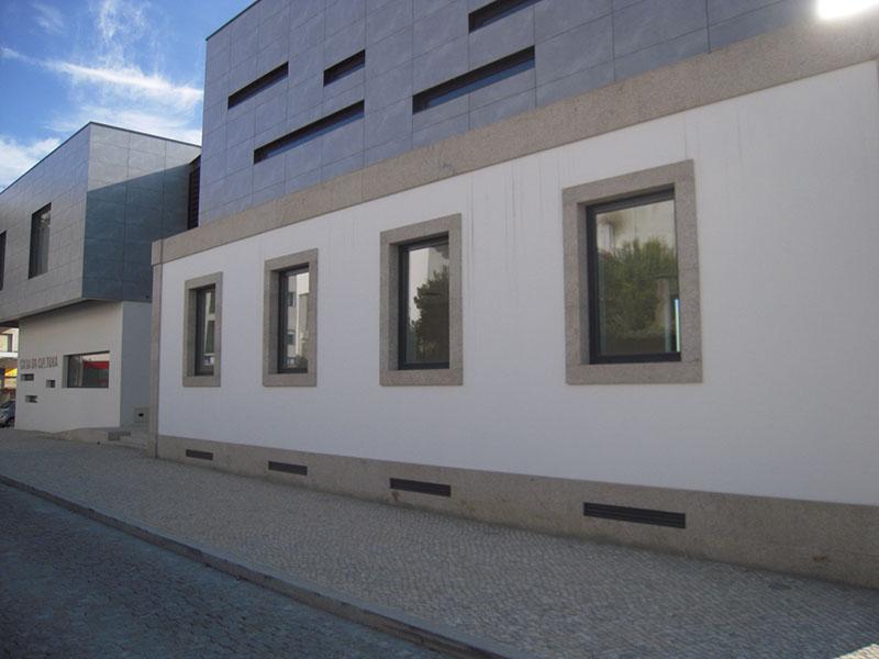 Casa da Cultura de Sátão: vista da parte existente integrada na construção